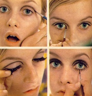 Twiggy applying her signiture makeup look