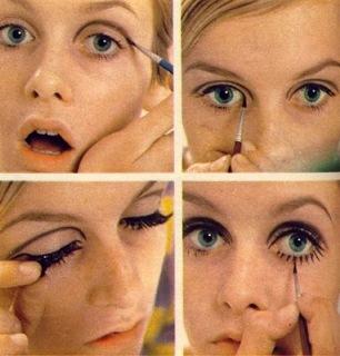 Twiggy applying her signiture makeup look