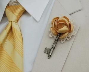 Flowery key corsage