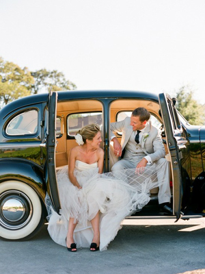 http://iloveswmag.com/newblog/wp-content/uploads/2011/10/Southern-weddings-vintage-wedding-car.jpg